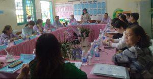 Bà Nguyễn Thị Tuyền đại diện nhà trường ghi nhận góp ý của đoàn