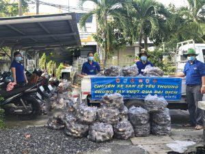 Tham gia hỗ trợ người dân xã Phú Hiệp tiêu thụ nông sản khoai cao